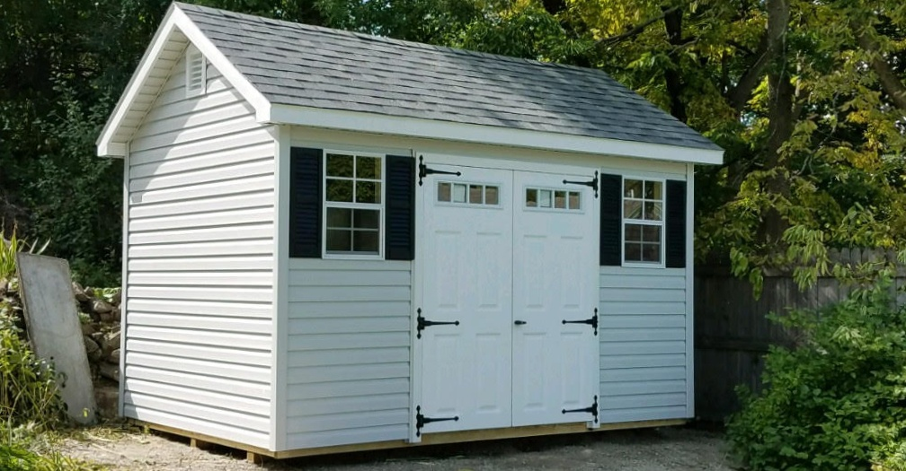 Non-contrasting trim Ranch style storage shed