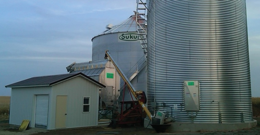 Another grain dryer shed example; this one by JChamb from Iowa