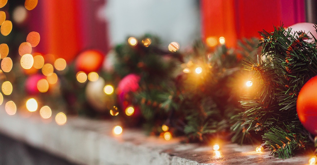 Ideas for Decorating Your Garage This Christmas